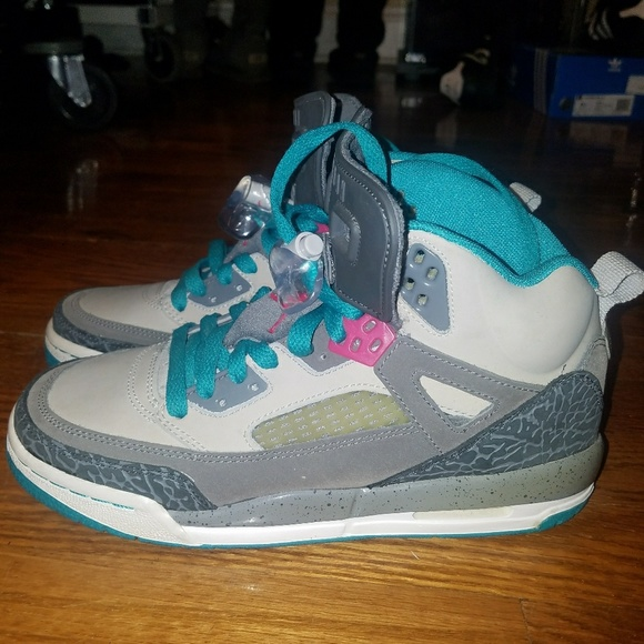 a9d7a5e8408b Air Jordan Other - Rare Air Jordan Spizike Miami Vice Youth 5.5